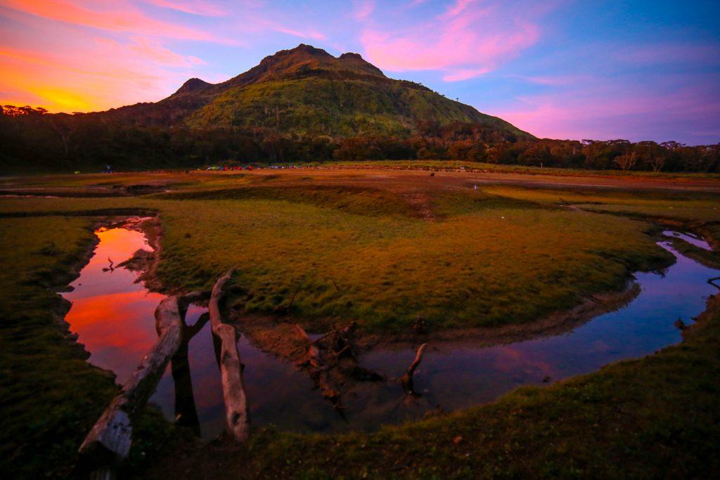 Venado hồ nước huyền bí chân núi Apo